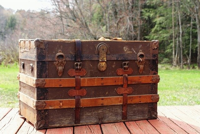 steamer-trunk-3414018_640